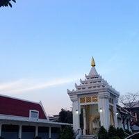 Photo taken at วัดหิรัญรูจีวรวิหาร (วัดน้อย) Wat Hiran Ruchi Worawihan (Wat Noi) by 19890418 on 4/16/2016