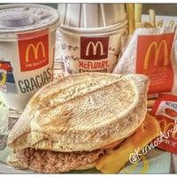 Foto tomada en McDonald's por Kernios A. el 10/13/2015
