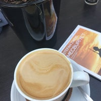 6/10/2018 tarihinde eatlovetravelziyaretçi tarafından Lungo Espresso Bar'de çekilen fotoğraf