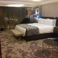 Photo taken at Hotel Indonesia Kempinski Jakarta by Fauzan A. on 3/16/2013