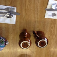 Foto diambil di Jerry Bobs Resturant oleh Mariska C. pada 5/3/2014
