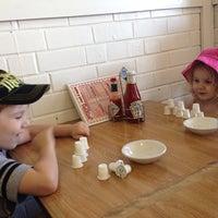 Foto diambil di Jerry Bobs Resturant oleh Mariska C. pada 8/23/2014