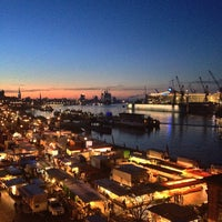 Photo taken at Hamburger Fischmarkt by bosch on 4/28/2013