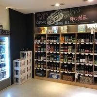 Das Foto wurde bei Holy Craft Beer Store von bosch am 2/19/2018 aufgenommen