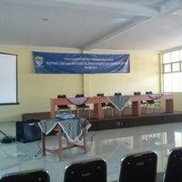 Photo taken at SMA Negeri 5 Bandung by Lis Anis U. on 11/12/2013