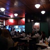 Das Foto wurde bei Bar Genial von Eric M. am 9/22/2012 aufgenommen