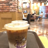 Photo taken at The Coffee Bean & Tea Leaf by JP B. on 6/19/2017