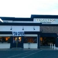 Foto scattata a Taco y Taco Mexican Eatery da Hugh J. il 3/30/2014
