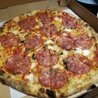 รูปภาพถ่ายที่ Emilia's Pizzeria โดย Aaron C. เมื่อ 11/3/2016