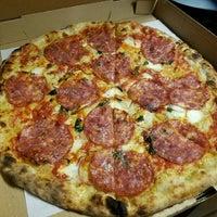 รูปภาพถ่ายที่ Emilia's Pizzeria โดย Aaron C. เมื่อ 11/11/2016