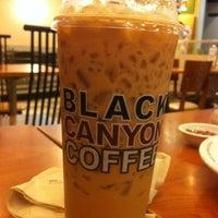 Photo taken at Black Canyon Coffee by oHeYo M. on 11/16/2012
