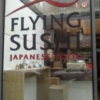 Foto tirada no(a) Flying Sushi por Nelson Takashi Y. em 9/20/2012