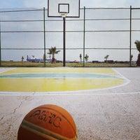 Photo taken at İskenderun Sahil Basketbol Sahası by Mert A. on 9/11/2016