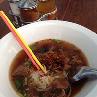 Photo taken at สีฟ้า ก๋วยเตี๋ยวเนื้อ by Sompong S. on 11/10/2013