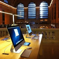 Photo taken at Apple Grand Central by Joe N. on 3/5/2013