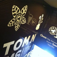 Photo taken at TOM N TOMS COFFEE by /\ㅌ¥J T. on 7/27/2013