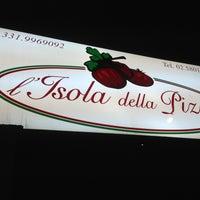 Photo taken at Isola De La Pizza fu AL VOLO by Lorenzo V. E. B. on 9/20/2013