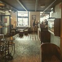 Photo taken at Green Caffè Nero by Oriol V. on 8/13/2017