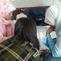 Photo taken at Gedung Unit 3 Farmasi UGM by Setyo D. on 9/22/2011