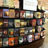 Foto tirada no(a) Barnes & Noble por Shaymaa em 7/30/2011