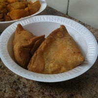 Photo prise au Punjabi Grocery & Deli par Jenn le11/2/2011
