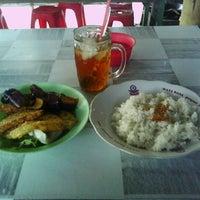 Photo taken at Warung Makan Barokah Mas Aji by Heri S. on 5/27/2012