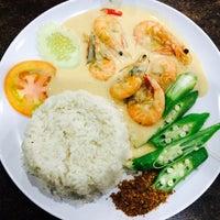 Photo taken at Q Thai Restaurant by Emma I. on 8/18/2016