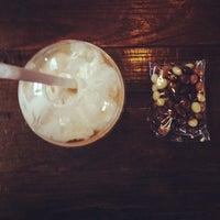 Das Foto wurde bei Burgie's Coffee & Tea Company von Chelsea P. am 4/17/2014 aufgenommen