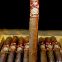 Das Foto wurde bei Martinez Handmade Cigars von Martinez Handmade Cigars am 5/29/2015 aufgenommen