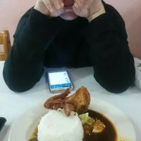 Photo taken at Nasi Kukus Ayam Goreng by Atikah A. on 9/28/2015