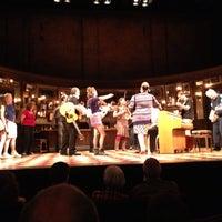 Foto tirada no(a) Phoenix Theatre por Paul T. em 7/20/2013