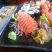 Foto tirada no(a) Ryuu Sushi Bar por Élida G. em 1/29/2013