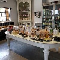Foto tomada en El Vergel Bistro and Market por Rosalia A. el 7/9/2017