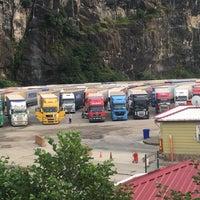 Das Foto wurde bei esenkıyı tır parkı von Ömer Berk K. am 8/16/2016 aufgenommen