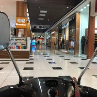 Photo taken at Westfield Geelong by Andrew S. on 5/2/2017