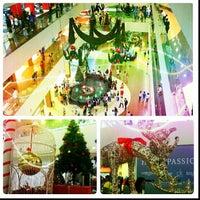 รูปภาพถ่ายที่ Plaza Merdeka โดย Chun W. เมื่อ 12/8/2012