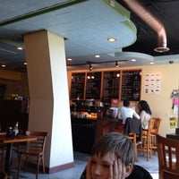 4/14/2013 tarihinde Ulrike L.ziyaretçi tarafından U Street Café'de çekilen fotoğraf