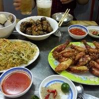 Photo taken at Hải Sản Hương Lan by Máy B. on 6/16/2014