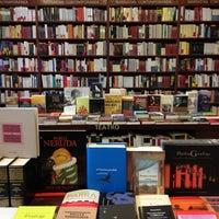 Foto tomada en Libreria Communitas por Katherine Y. el 4/21/2013