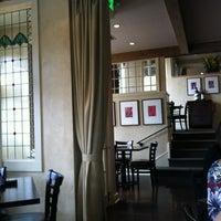 Foto tomada en Meriwether's Restaurant por Elizabeth N. el 3/26/2013