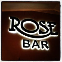 Foto scattata a ROSE BAR LOUNGE da Devan L. il 10/11/2012