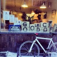 12/15/2012 tarihinde Jori L.ziyaretçi tarafından Good Life Coffee'de çekilen fotoğraf