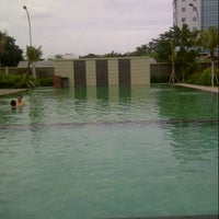 Photo taken at Pulomas Swimming Pool by Vivi T. on 4/7/2013