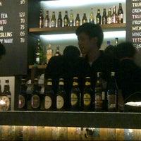 Foto tirada no(a) KOI Restaurant & Gallery por Vivi T. em 4/12/2013