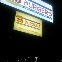Photo taken at 25 Burgers by Marcos L. on 9/15/2012