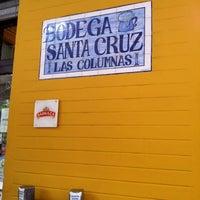 Foto tomada en Bodega Santa Cruz Las Columnas por Francisco M. el 11/5/2012