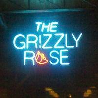 Foto tirada no(a) Grizzly Rose por Nickie T. em 9/21/2012