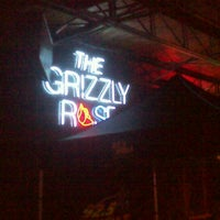 Foto tirada no(a) Grizzly Rose por Nickie T. em 9/26/2012