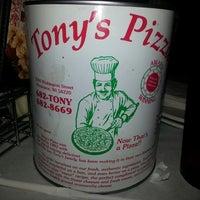 Foto diambil di Tony's Pizza oleh Rudie M. pada 4/27/2013