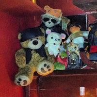 Foto tomada en Nicho Bears & Bar por Jamie R. el 9/20/2013